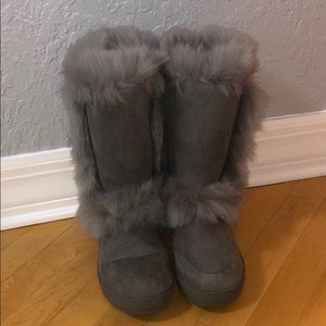 Holly fuzzy boot